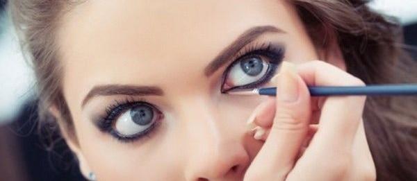 Как правильно красить глаза подводкой ? Советы и примеры!